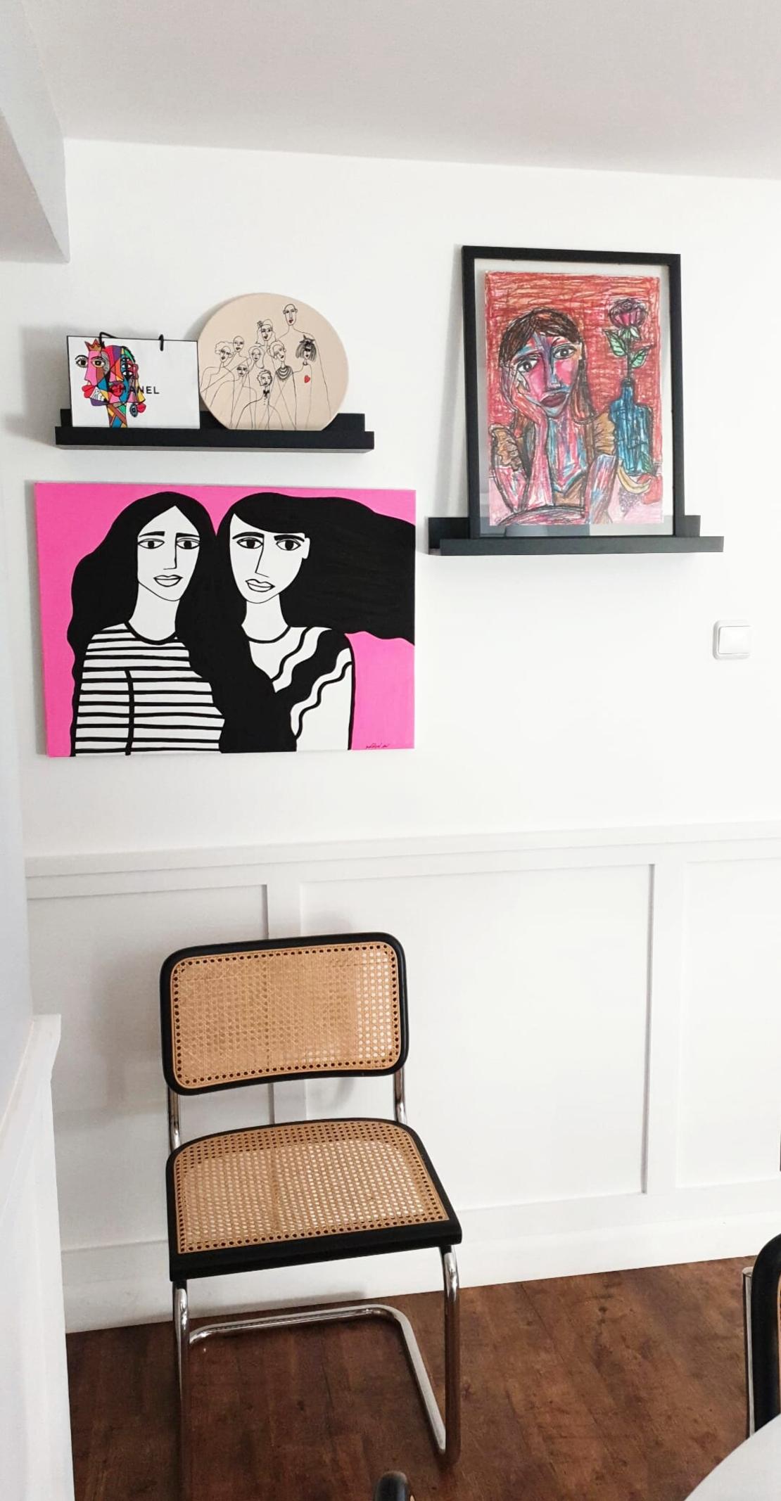 תמונת קנבס צבועה- Black&White Sisters