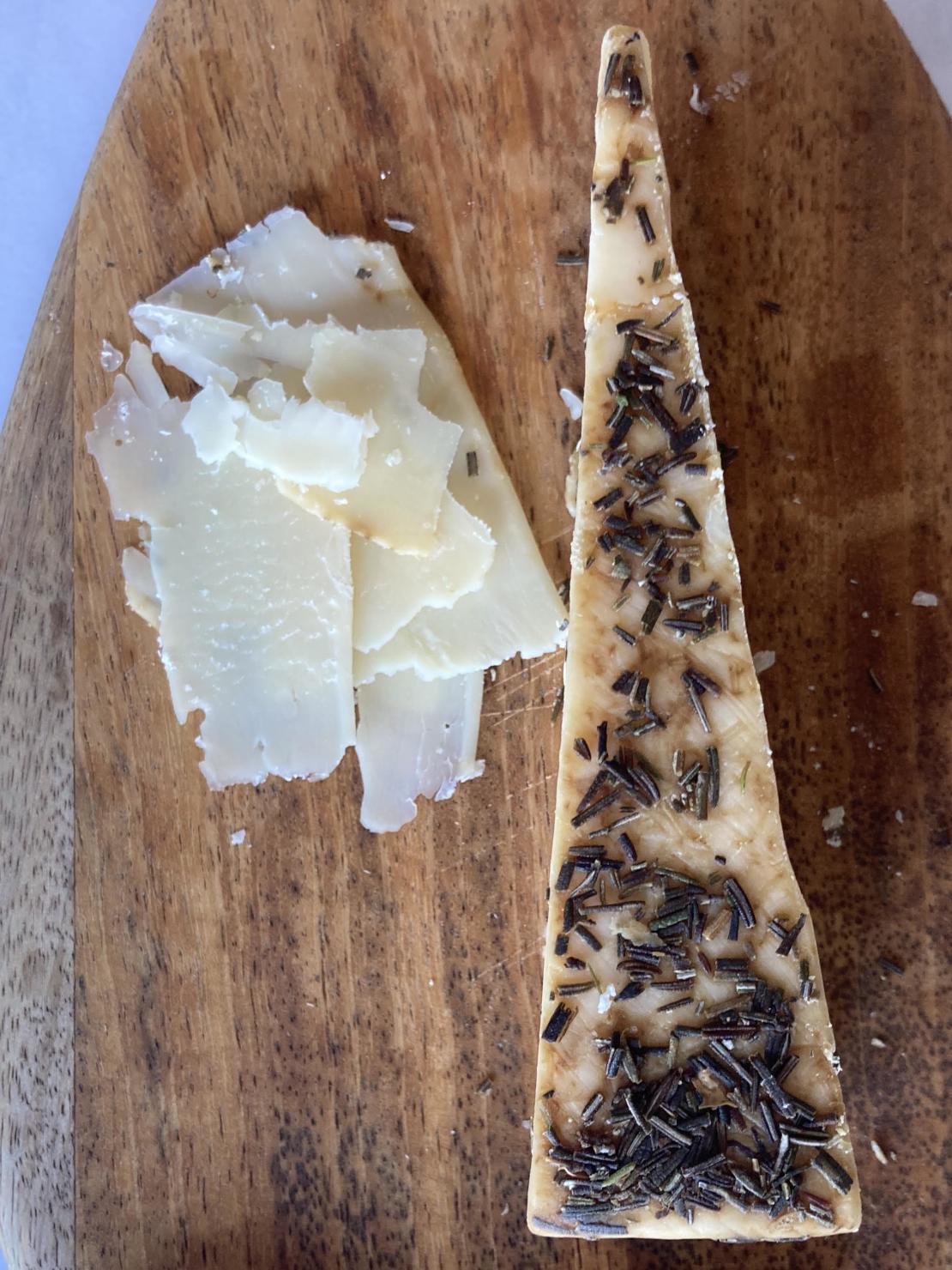 גבינת מנצ'גו בתיבול רוזמרין 180-210 ג'
