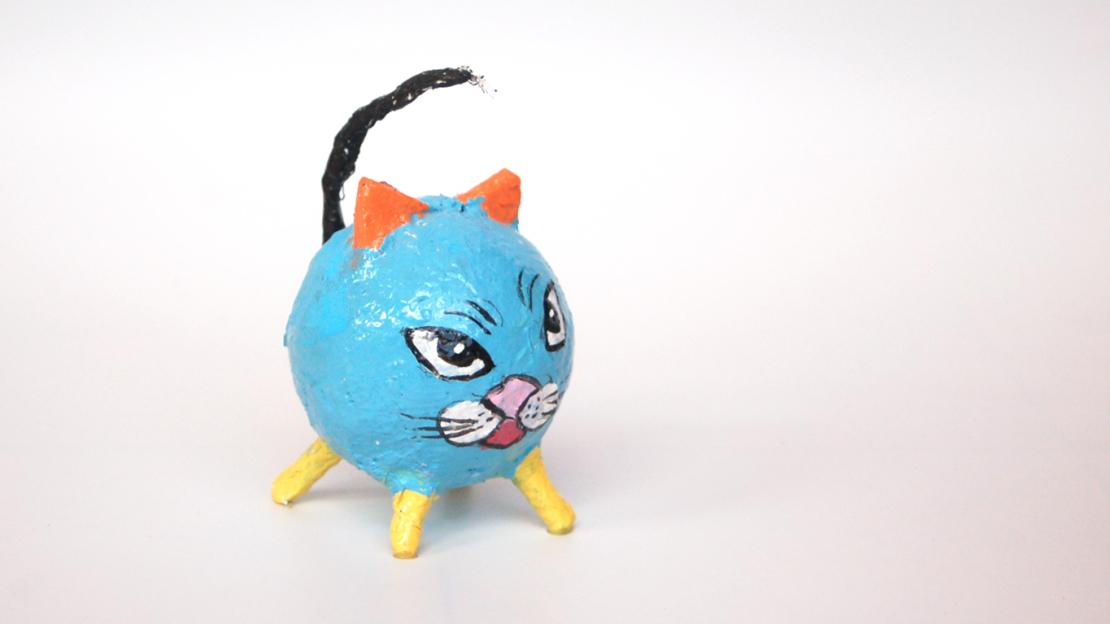 חתול בתחבושות גבס