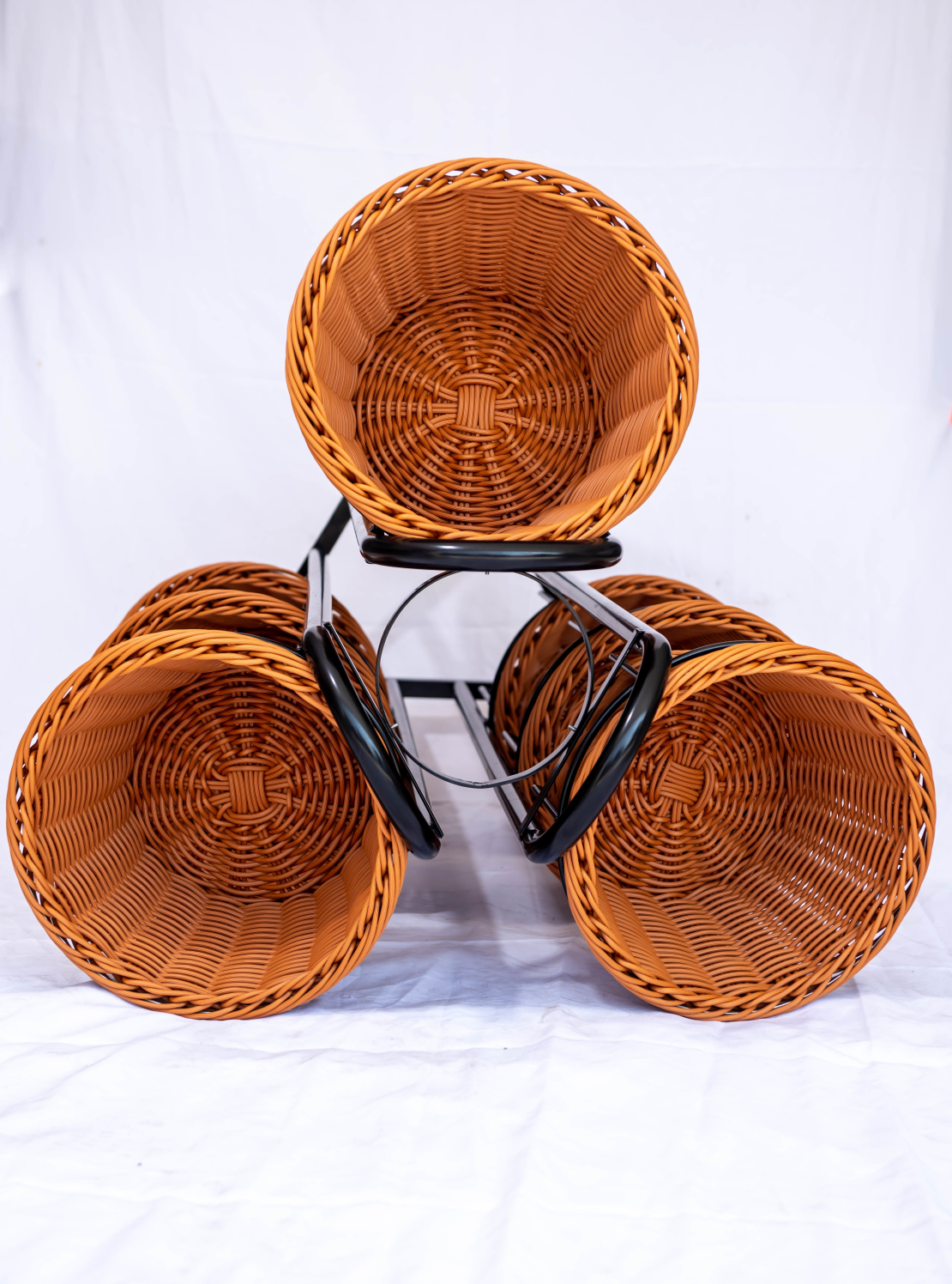 מתקן תצוגה מעוצב - פרח סלסלות עגולות