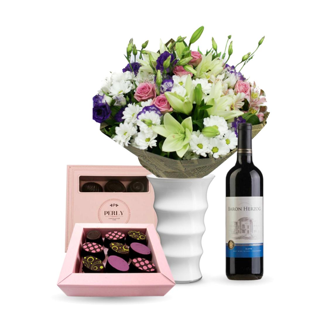 זר פרחים אנסטסיה + שוקולד Perly + יין (Anastasya)
