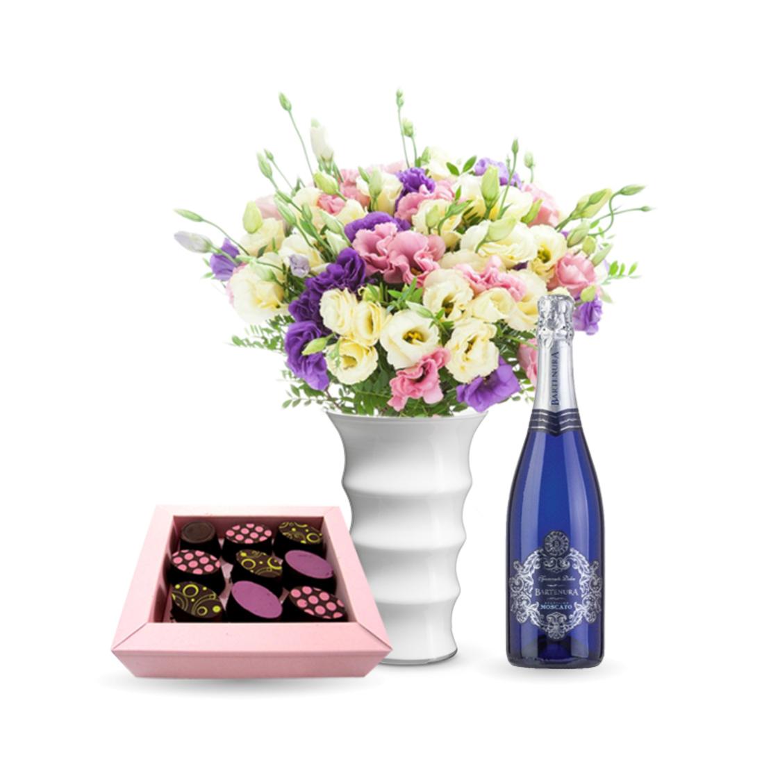 זר פרחים רכות מפנקת + שוקולד Perly + יין (Florenzia)