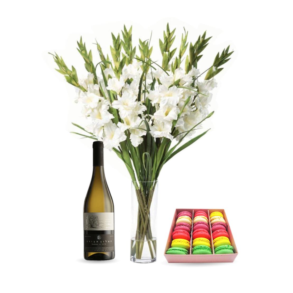 זר פרחים לבביות + מקרונים + יין