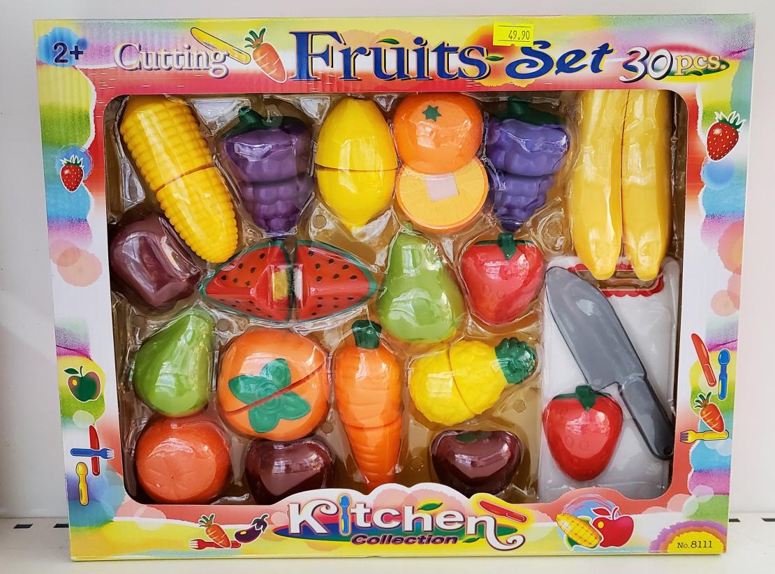 פירות חתוכים עם קרש וסכין