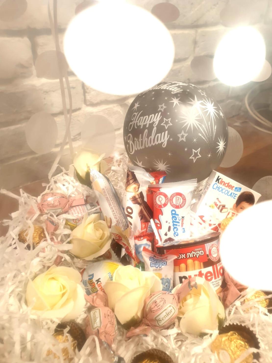 זר בלונים עם בלון הפתעה שוקולדים 161