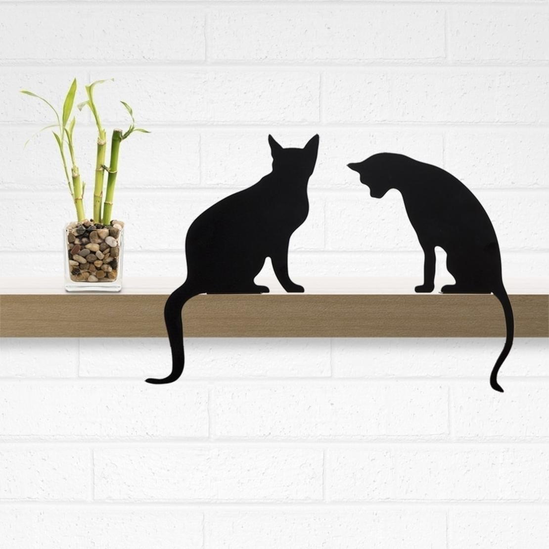 פסלון חתול על מדף