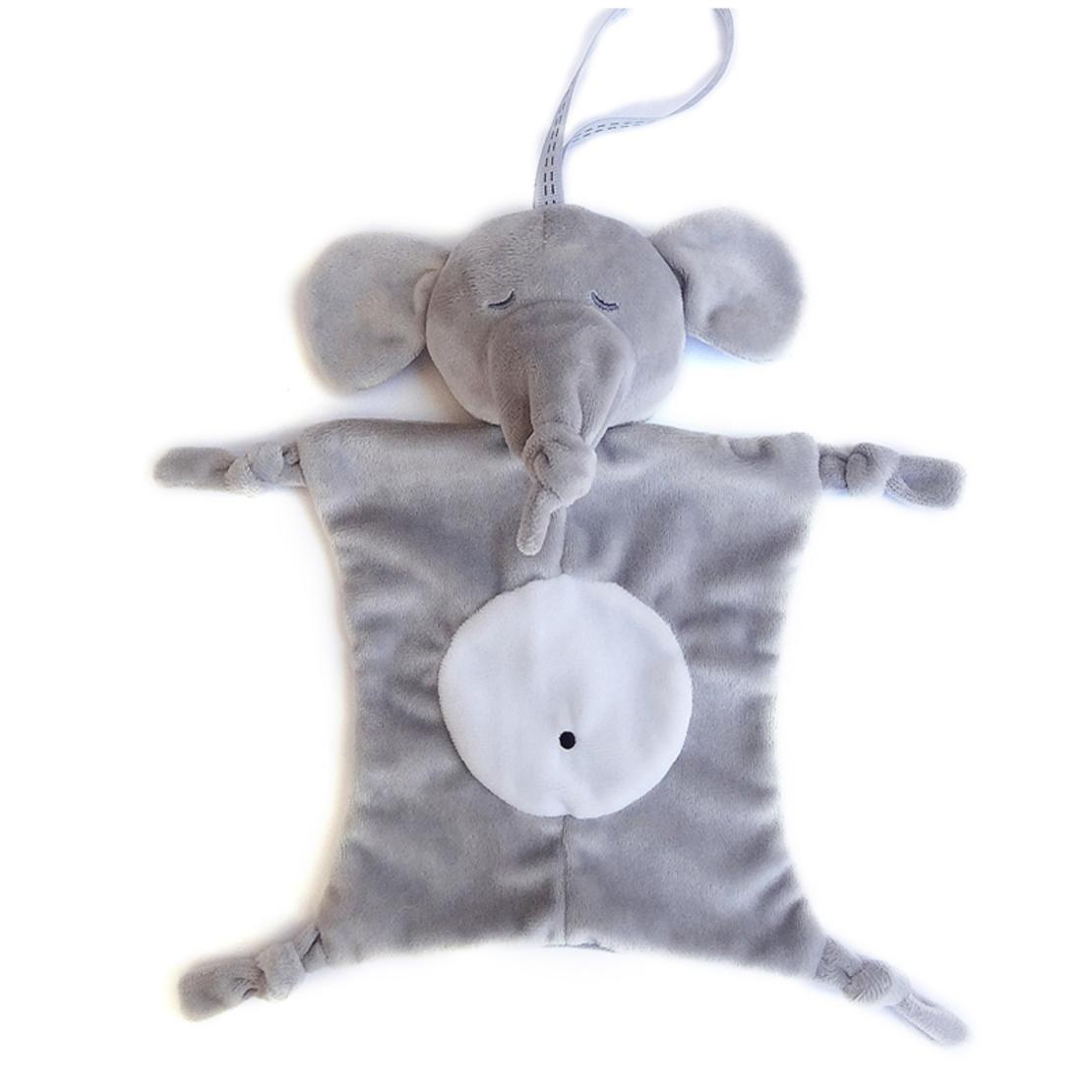 4# - שמחה גדולה לבן : מארז שי ללידה ובו שמיכי קטיפתי, שלישיית חיתולי טטרה, כובע וקוביית התפתחות בסל צעצועים