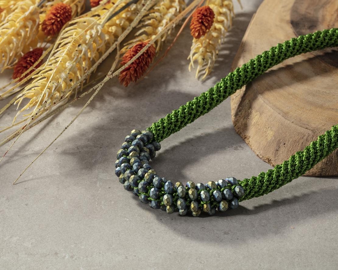 שרשרת אילה   תכשיט משולב קריסטלים   תכשיט ירוק & כחול