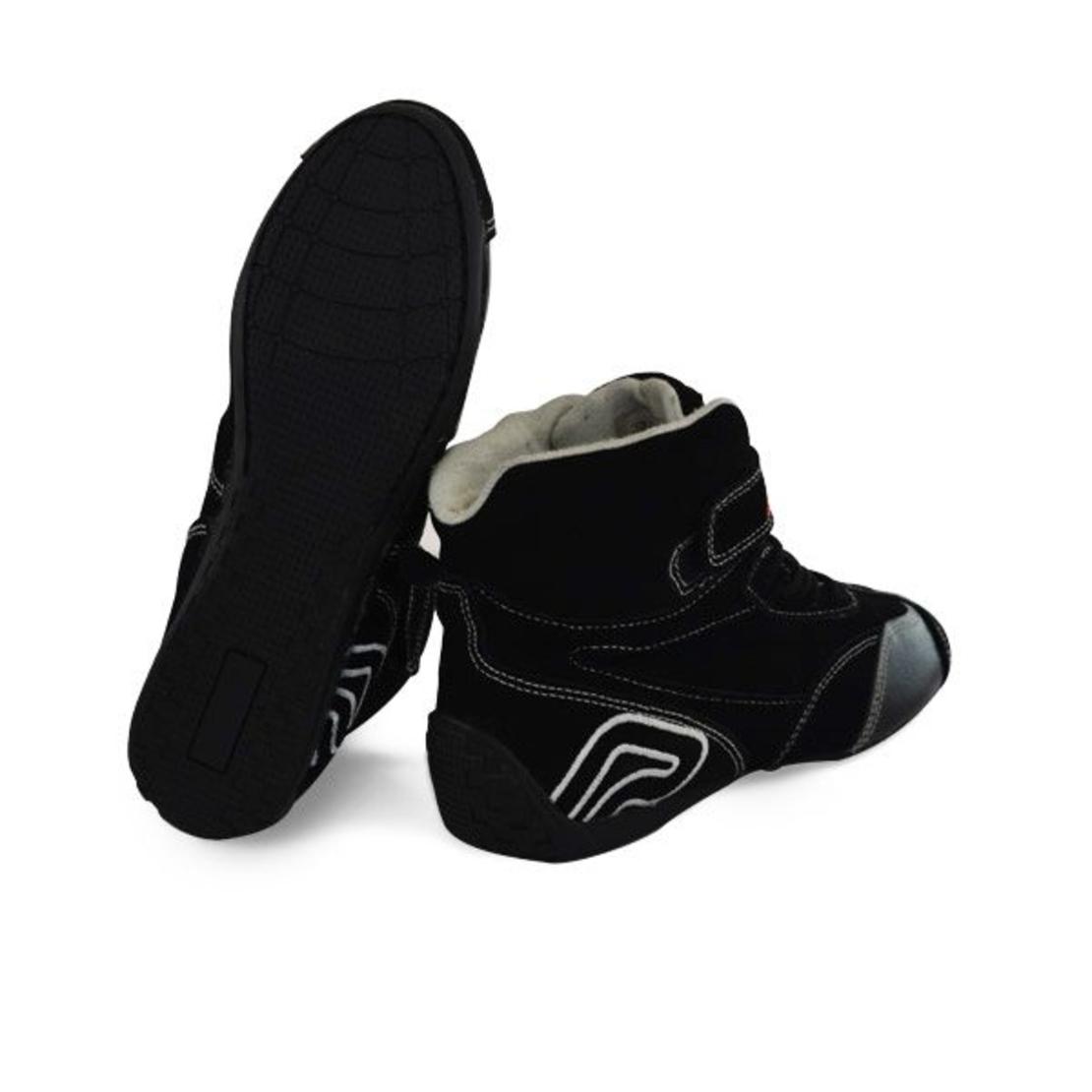 נעלי מרוצים בתקן FIA