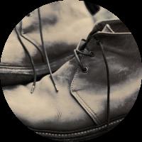 מגפיים ונעליים גבוהות